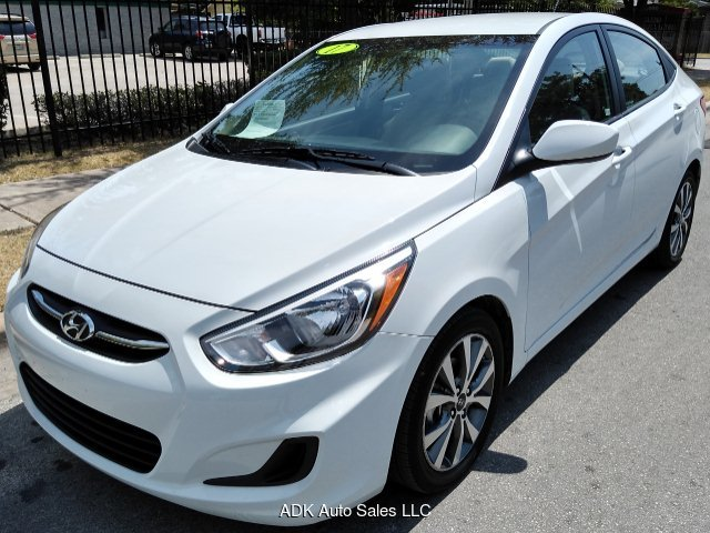 2017 Hyundai Accent SE 4-Door 6A 6-Speed Automatic